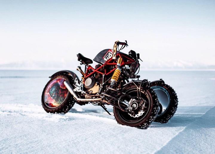 Зверский ледокол: российский мастер создал самый невероятный мотоцикл в мире