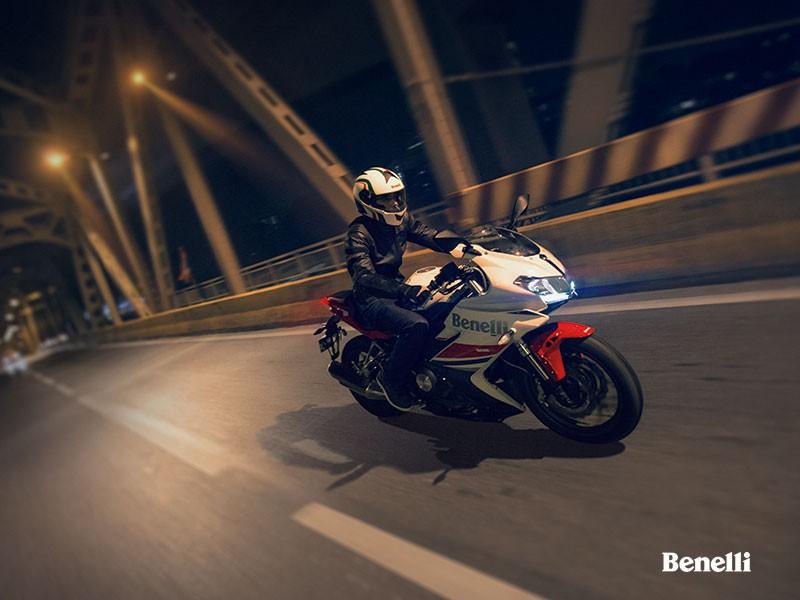 В Китае анонсировали новый Benelli 302R