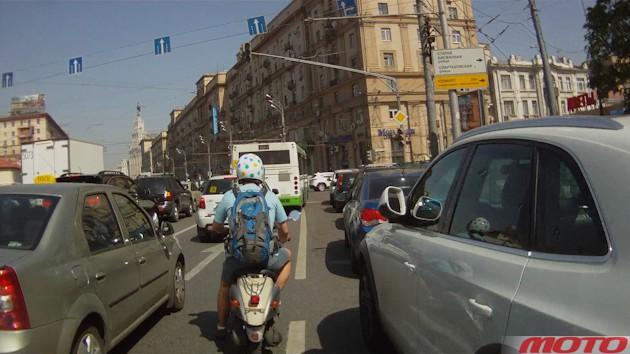 """У России свой путь: в Госдуме предложили штрафовать мотоциклистов за движение """"между рядов"""""""