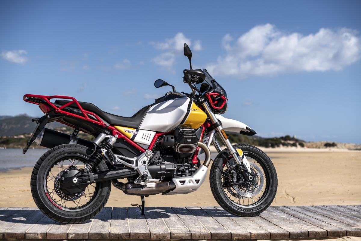Юэн Макгрегор стал амбассадором мотоцикла Moto Guzzi V85TT